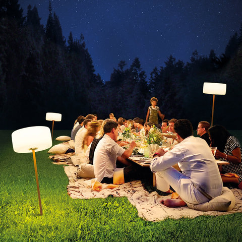 Fatboy-Thierry-le-Swinger-Outdoor-LED-ambiente-bei-nacht.jpg