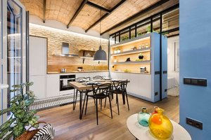 MODERN KITCHEN AND INTEGRATED DINING ROOM