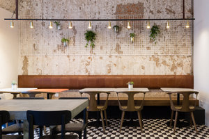 Nude Coffee & Wine Bar em Moscou por  Form Bureau